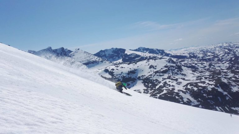 På ski ned Fanaråki ved Hurrungane på Sognefjellet